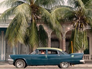 CU120506-Edit-Classic-car-at-the-Malecon-in-Cienfuegos_v1.jpg