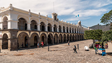 AN120044-Edit-Palace-of-the-Captains-General-in-Central-Plaza_v1.jpg
