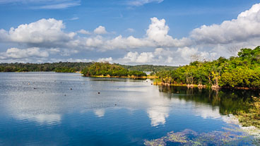 PA150451E-2-Lake-Gatun-viewed-from-the-train_v1.jpg