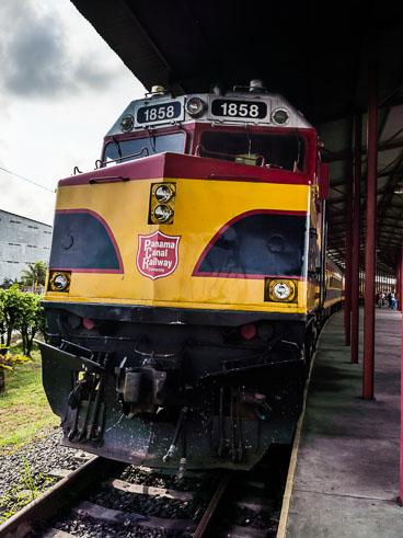 PA150466E-Panama-Canal-Railway--Locomotive.jpg