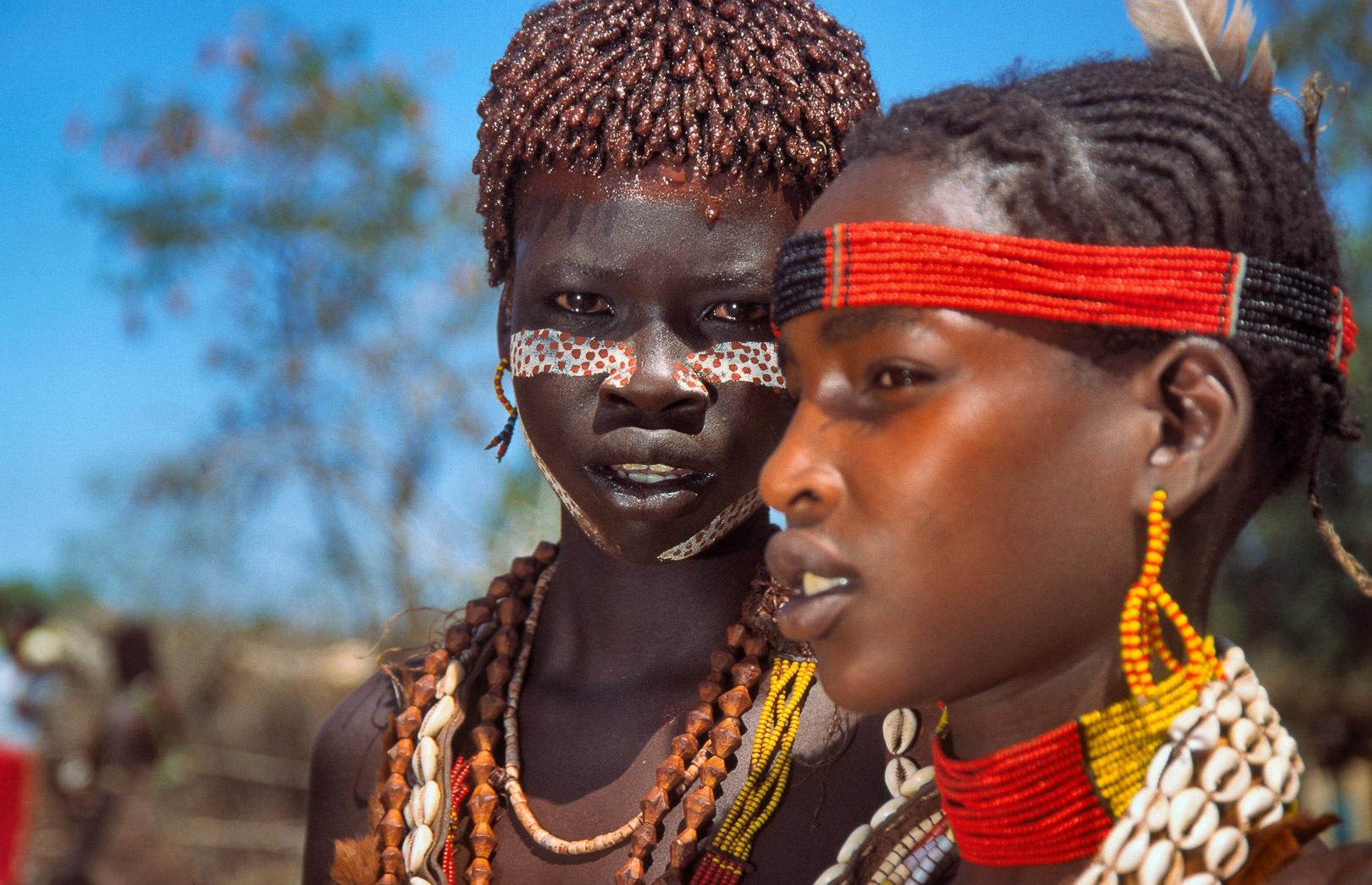 Hamer girls (Gabaye & Torro -r-), Turmi